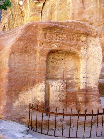 An important spot on the way to the Treasury in Petra, Jordan