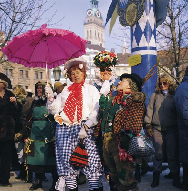 Nr. 706-Foto C. Reiter-Fasching-Tanz der Marktfrauen