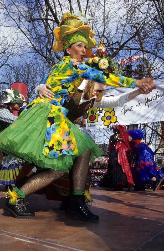 Nr. D-1136 Foto B. Roemmelt-Tanz der Marktfrauen Viktualienmarkt 3